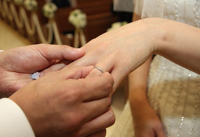 指環の交換はめちゃくちゃ緊張して、手が震えました