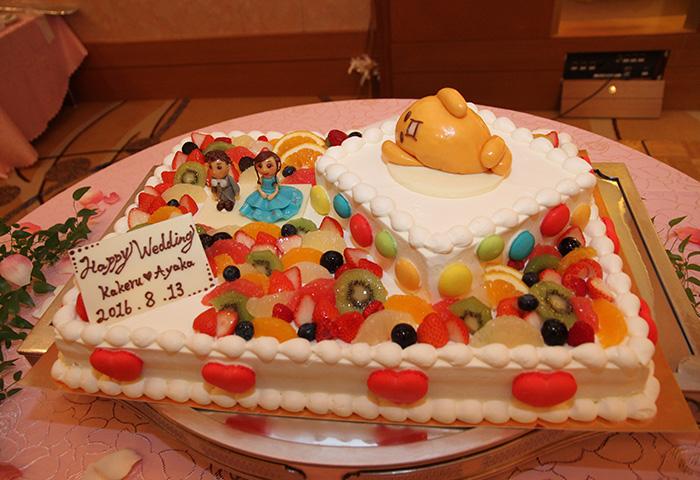 自分たちでデザインしたオリジナルケーキ。子供の頃からの夢がひとつ叶いました