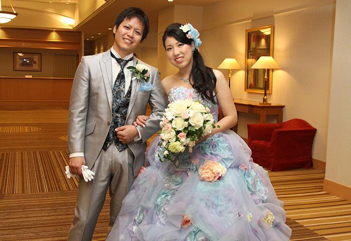 お気に入りのドレスでの一枚。雰囲気に慣れてきて余裕の笑顔です
